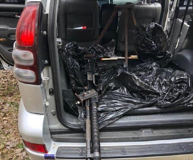 Под Киевом неподалеку от дома Владимира Зеленского задержали внедорожник, оборудованный пулеметом (4 фото + видео)