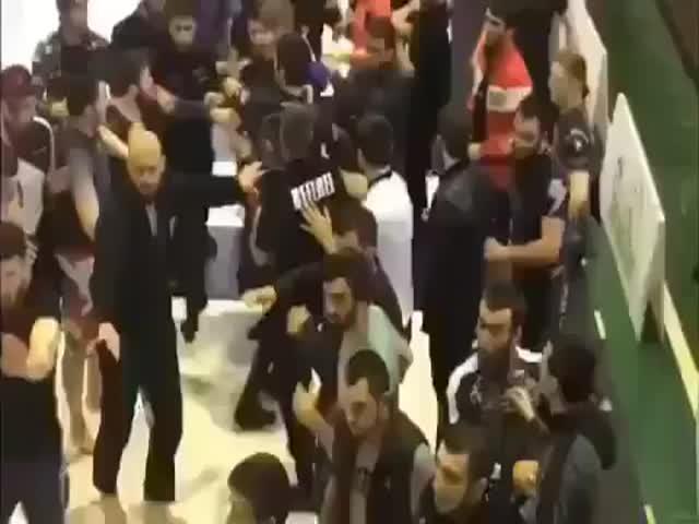 Массовая драка судей с борцами на турнире по джиу-джитсу