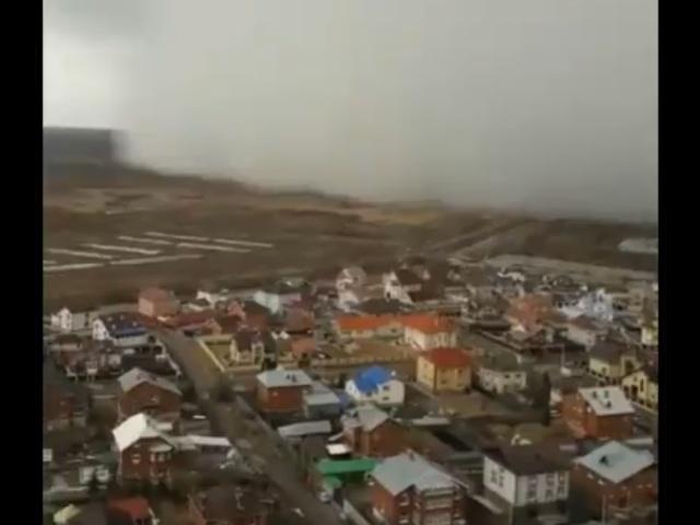 Екатеринбург стремительно накрыла снежная буря
