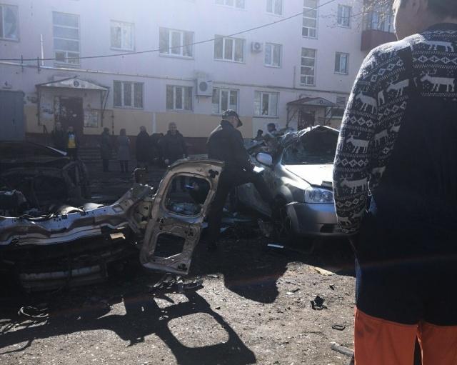 Водитель чудом выжил после взрыва двух кислородных баллонов в салоне автомобиля (3 фото + 2 видео)