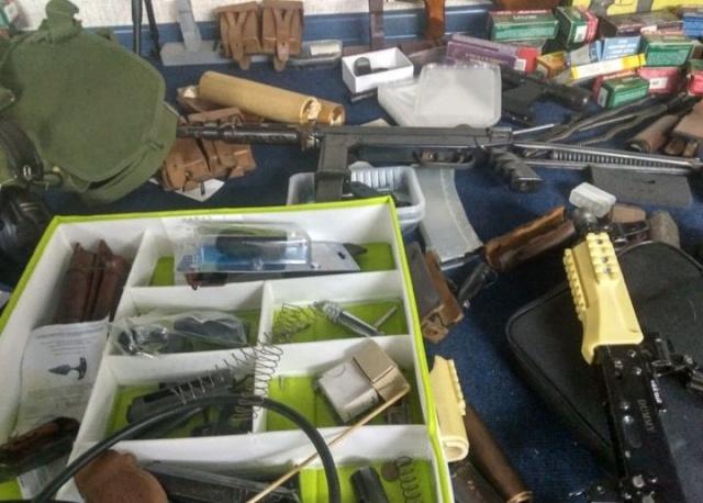 Сотрудники ФСБ пресекли деятельность подпольного оружейника в Екатеринбурге (5 фото)