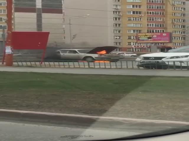Родители в последний момент успели вытащить ребенка из горящего автомобиля