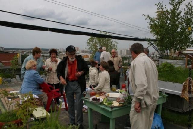 Сотрудники УК уничтожили сад на крыше многоэтажки (13 фото + видео)
