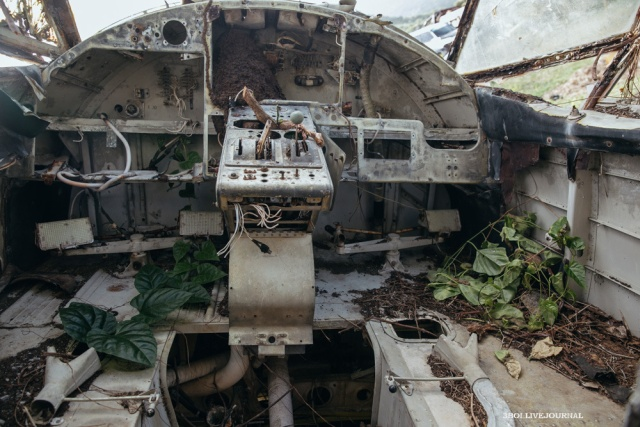 Заброшенный аэродром на далекой Гренаде (28 фото)