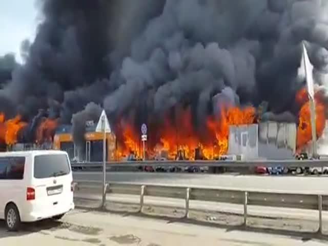 Сильный пожар на рынке в Пятигорске
