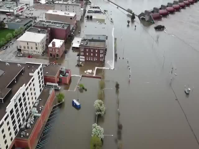 Река Миссисипи затопила город Дэвенпорт в штате Айова