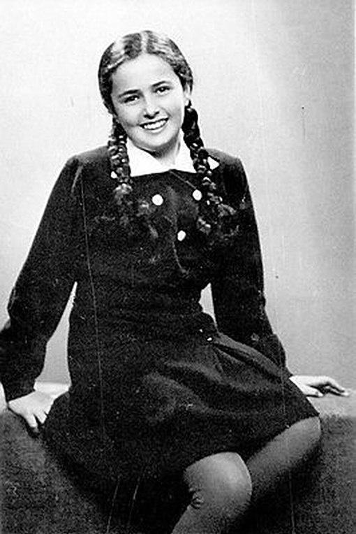 История Евы Хейман, живущей в период Холокоста, которая публикуется в Instagram (26 фото + видео)