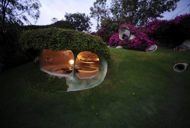 """Зеленый дом хоббита"" от биоархитектора Хавьера Сеносиана (10 фото)"