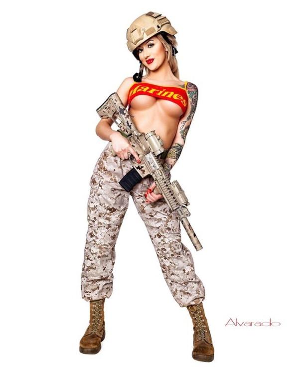 """""""Боевая Барби"""": солдат морской пехоты Рианна Коннер (32 фото)"""