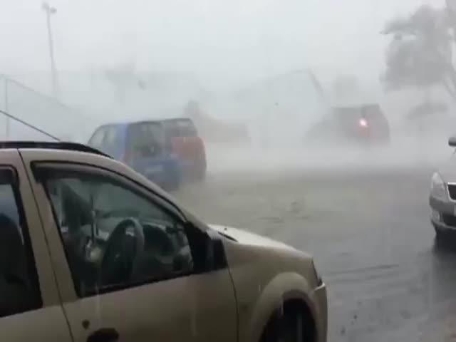 Восток Индии серьезно пострадал от циклона Фани (3 видео)