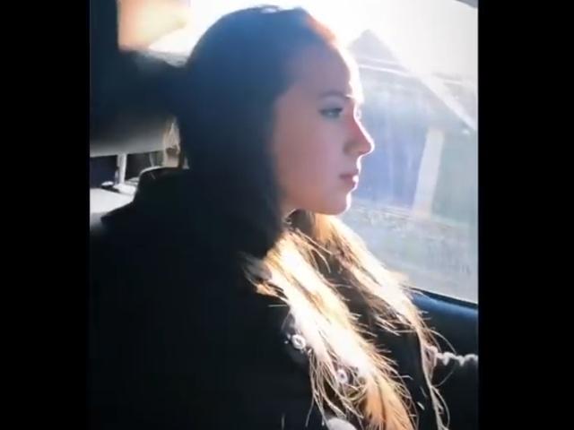 16-летняя Алина Загитова катается на внедорожнике