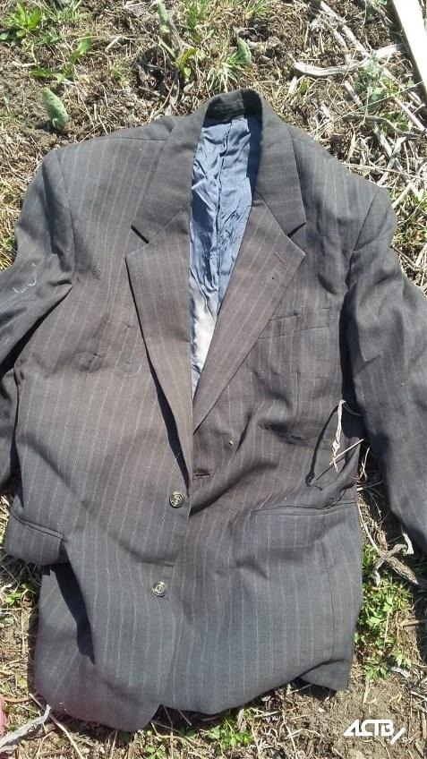На свалке в Южно-Сахалинске нашли пиджак с орденами ветерана ВОВ (4 фото)