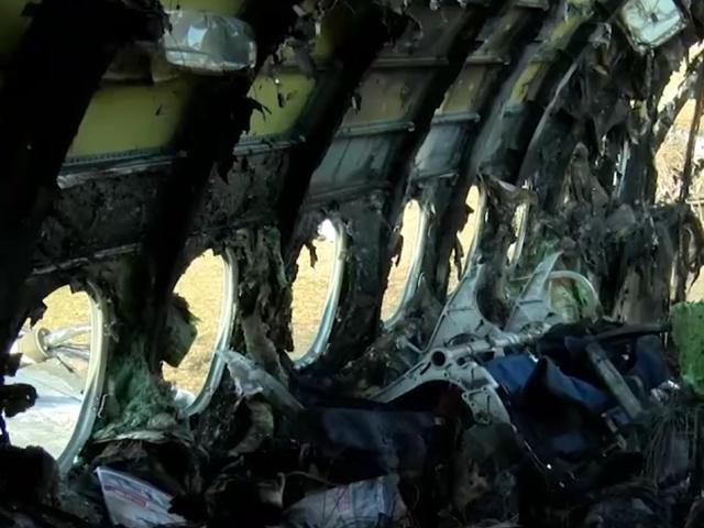 Последствия пожара на борту самолета Superjet 100 в Шереметьево