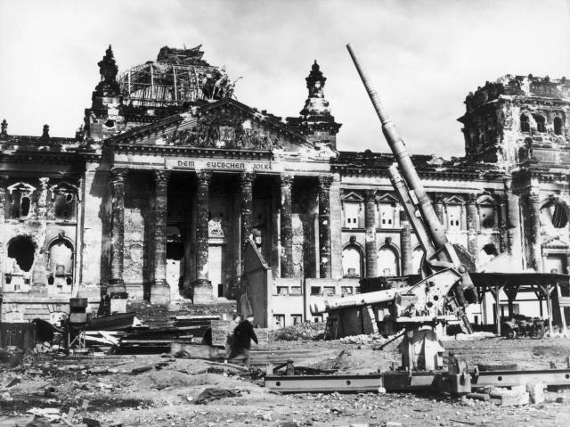 Разрушенный Берлин: фотографии 1945 года (30 фото)