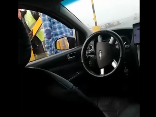 Таксисты в аэропорту Пулково и борьба со шлагбаумами
