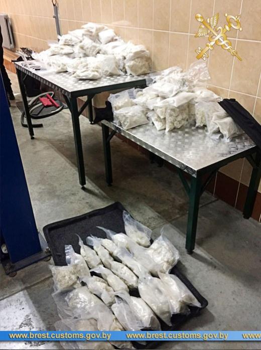 Гражданка РФ пыталась провезти в Белоруссию 100 килограммов наркотиков (11 фото + видео)