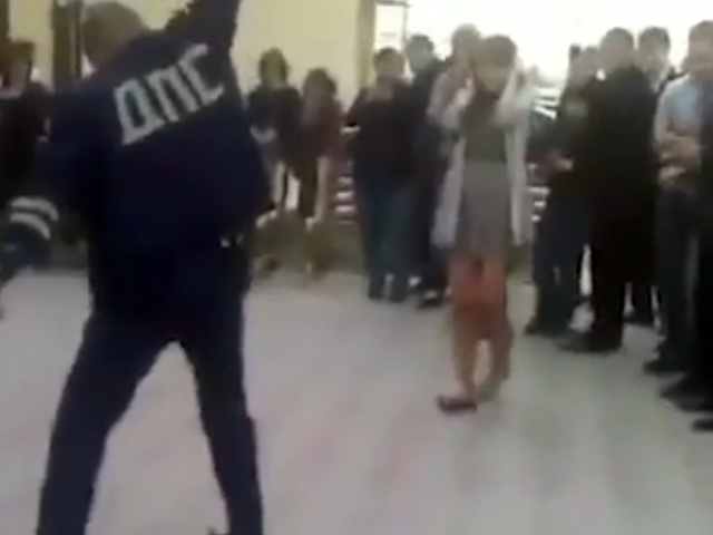 Сотрудник ДПС станцевал и открыл огонь из пистолета на свадьбе