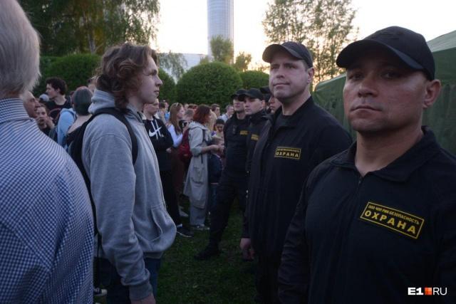 Жители Екатеринбурга протестуют против строительства храма в сквере у Театра драмы (7 фото + 5 видео)