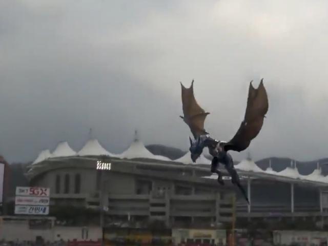 3D-голограмма дракона на чемпионате по бейсболу в Южной Корее