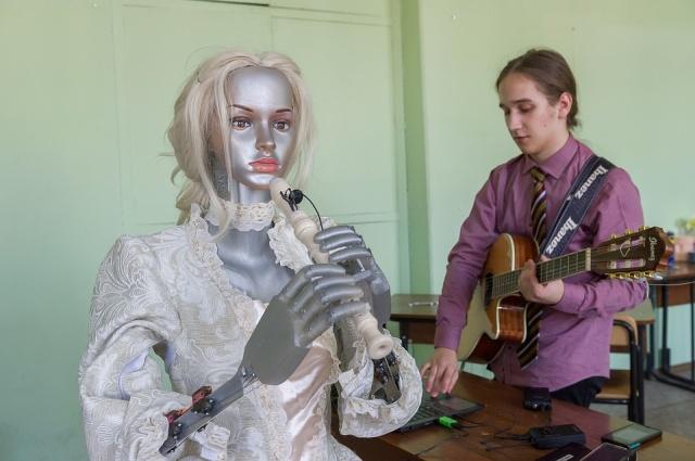 Студенты ИТМО представили робота Эльзу, которая может создавать музыку и играть на флейте (5 фото + видео)