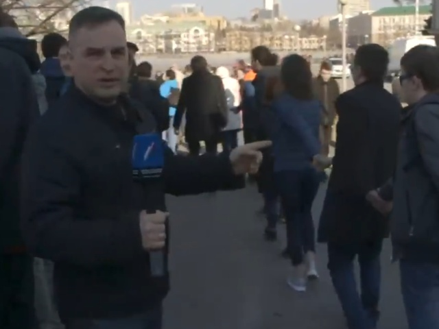 """Журналист вновь обозвал мужчину """"девочкой"""" во время протестов в Екатеринбурге. И снова был наказан"""
