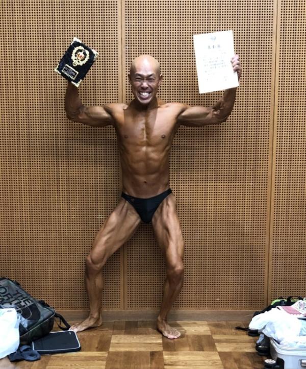 Мотивационный пост о грустном, лысеющем и полном японце, который стал брутальным красавчиком и в корне изменил свою жизнь (8 фото)