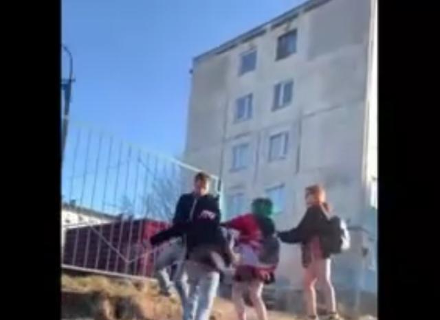 Неадекватный мужчина напал на подростков-неформалов в Мурманске