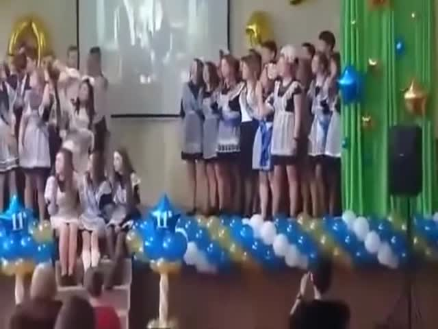 Конфуз во время выступления выпускников в омской гимназии