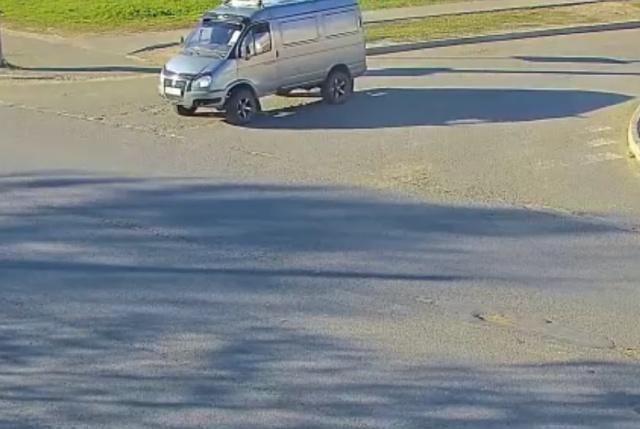 Пешеходу не понравилось, что автомобиль остановился на пешеходном переходе