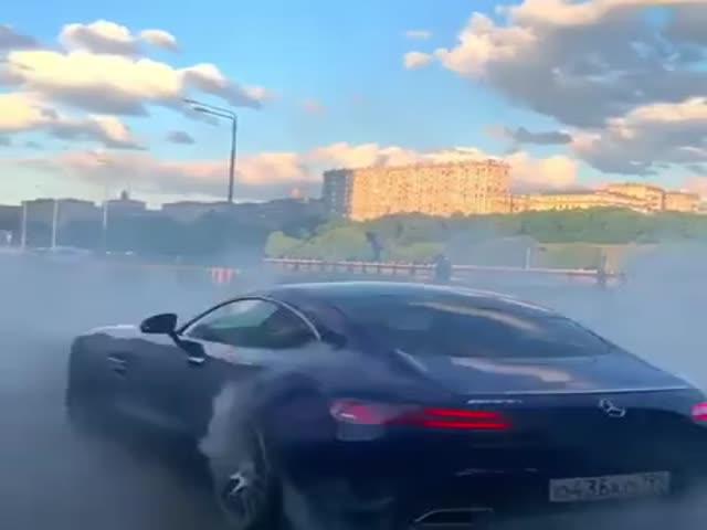 """""""Прокатились"""" на новеньком спорткаре от Mercedes"""