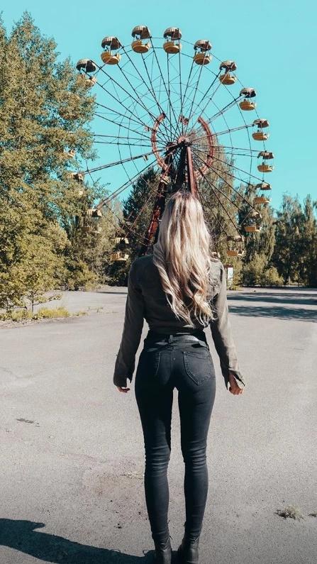 Откровенные снимки девушек в Чернобыльской зоне отчуждения разозлили пользователей сети (15 фото)
