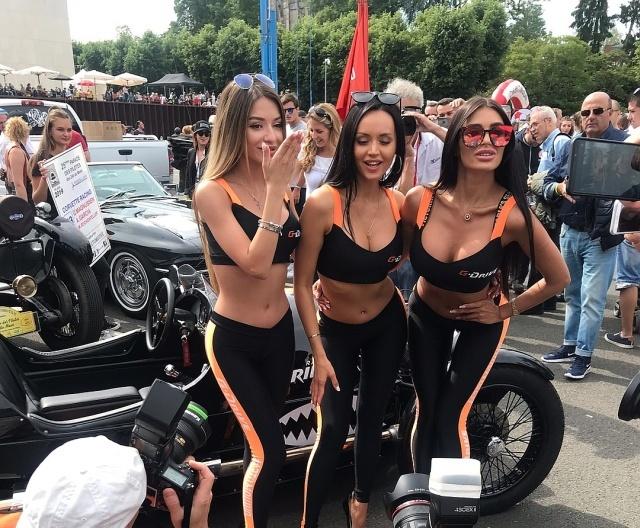 Четыре красотки из Нижнего-Новгорода покорили всех мужчин на французской гонке в Ле-Мане (5 фото)