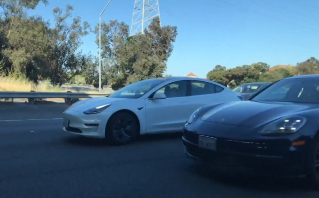 Почему владельцы автомобилей Tesla всегда такие довольные?
