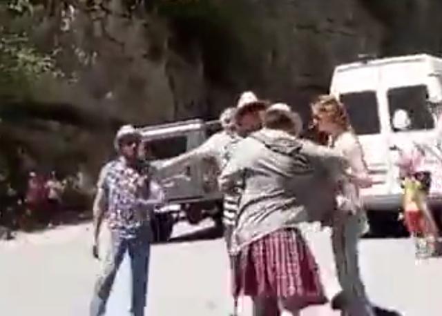 """Житель Абхазии """"не понял"""" туриста в килте"""