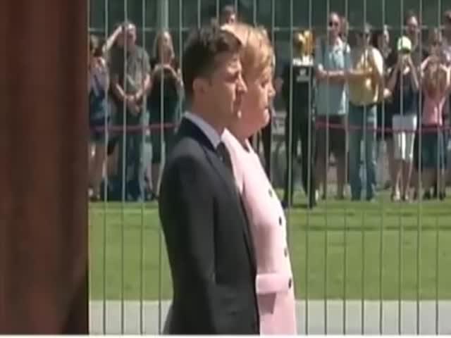 Ангеле Меркель затряслась рядом с Владимиром Зеленским