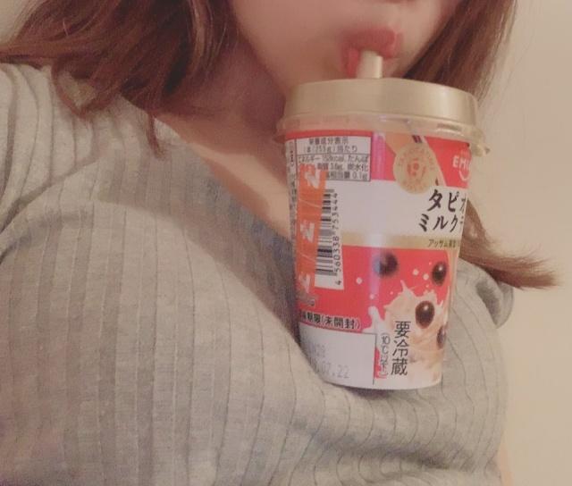 Новый челлендж: девушки пьют напитки без помощи рук (14 фото)