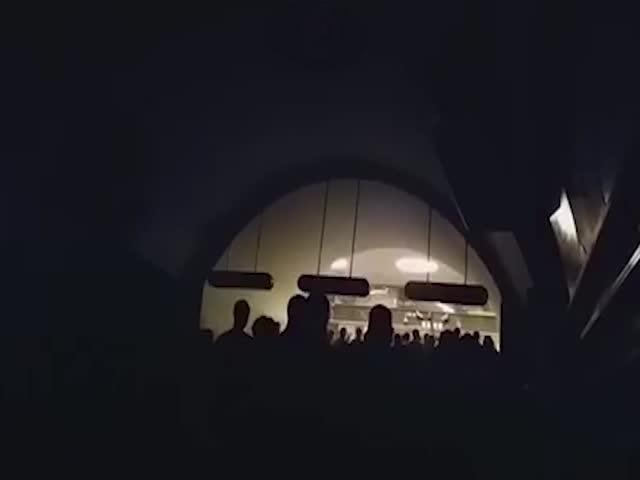 "Нашествие зомби на станции метро ""Невский проспект""?"