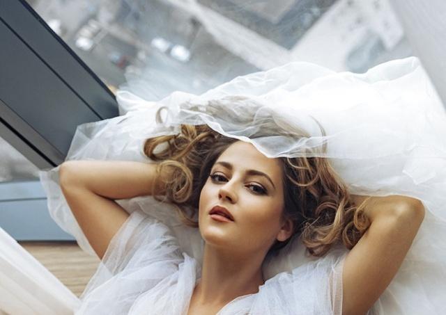 Откровенная фотосессия актрисы Анны Михайловской (6 фото)