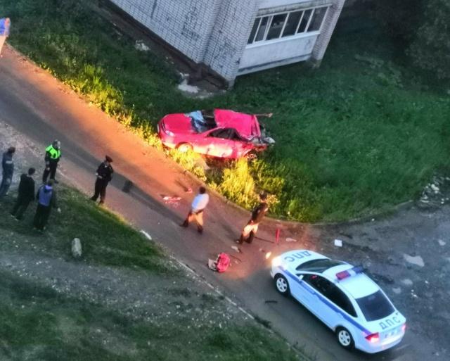 Муж трактором разбил машину жены (фото + видео)
