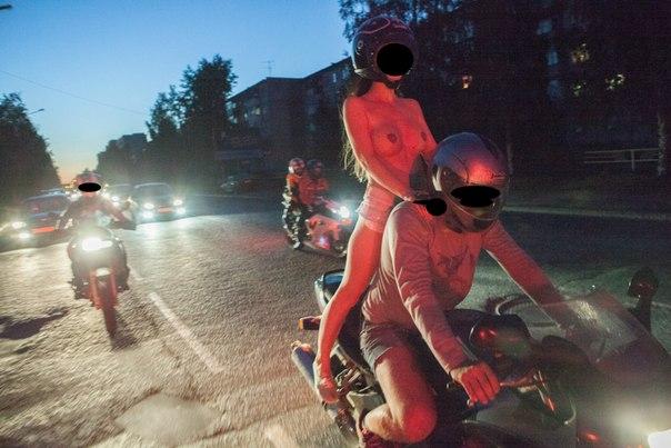 Топлесс покатушки на мотоциклах  НЮ