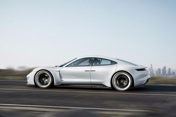 Porsche показал концепт конкурента Tesla Model S