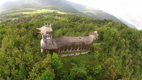 «Куриная церковь» в Индонезии
