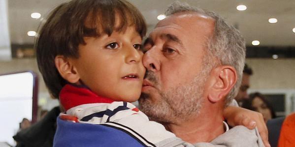 Известный уже на весь мир беженец был связан с террористами
