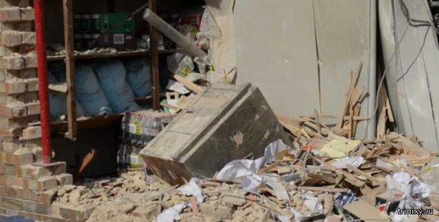 Пытаясь украсть банкомат, преступники развалили полздания