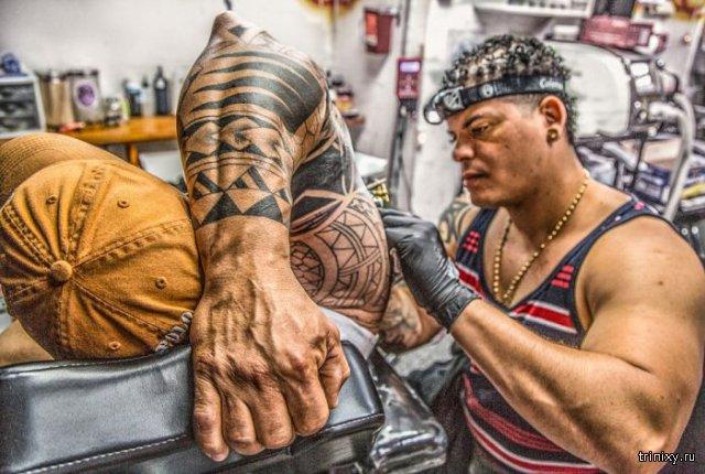 Процесс нанесения татуировок вдохновил девушку на новый фотопроект