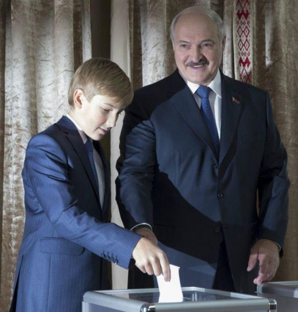 Александр Лукашенко одержал убедительную победу на президентских выборах в Белоруссии