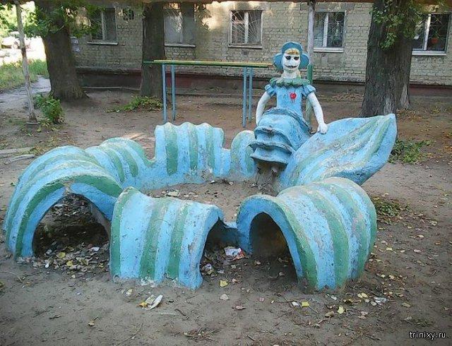Дюймовочка в одном из дворов Саратова