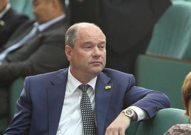 Мэр Улан-Удэ Александр Голков устроил драку с журналистами
