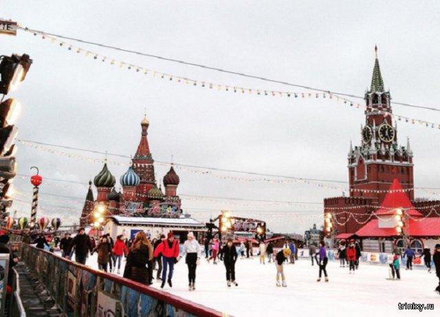 Мужчина поджег себя у входа на каток на Красной площади