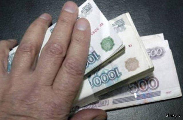 Вместо положенного снижения зарплаты Минпромторг повысил ее
